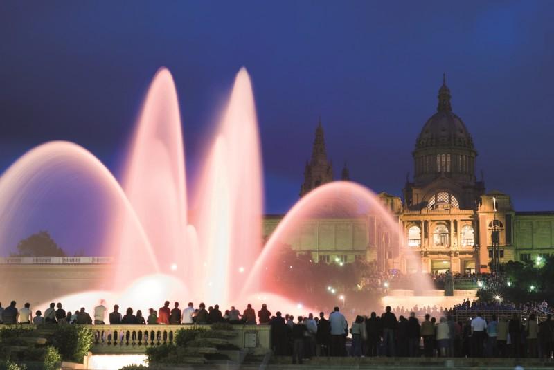 The magic fountain night tour barcelonaguidebureau for Espectaculo fuentes de montjuic