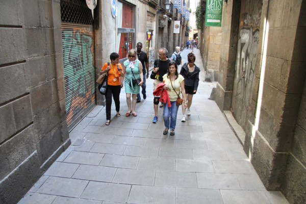 Private Gaudí & Modernisme in the Gothic Quarter – Walking Tour