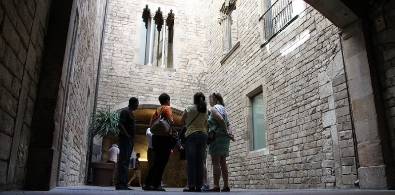 Picasso Museum & Gothic Quarter Walking Tour- with VIRTUAL REALITY experience