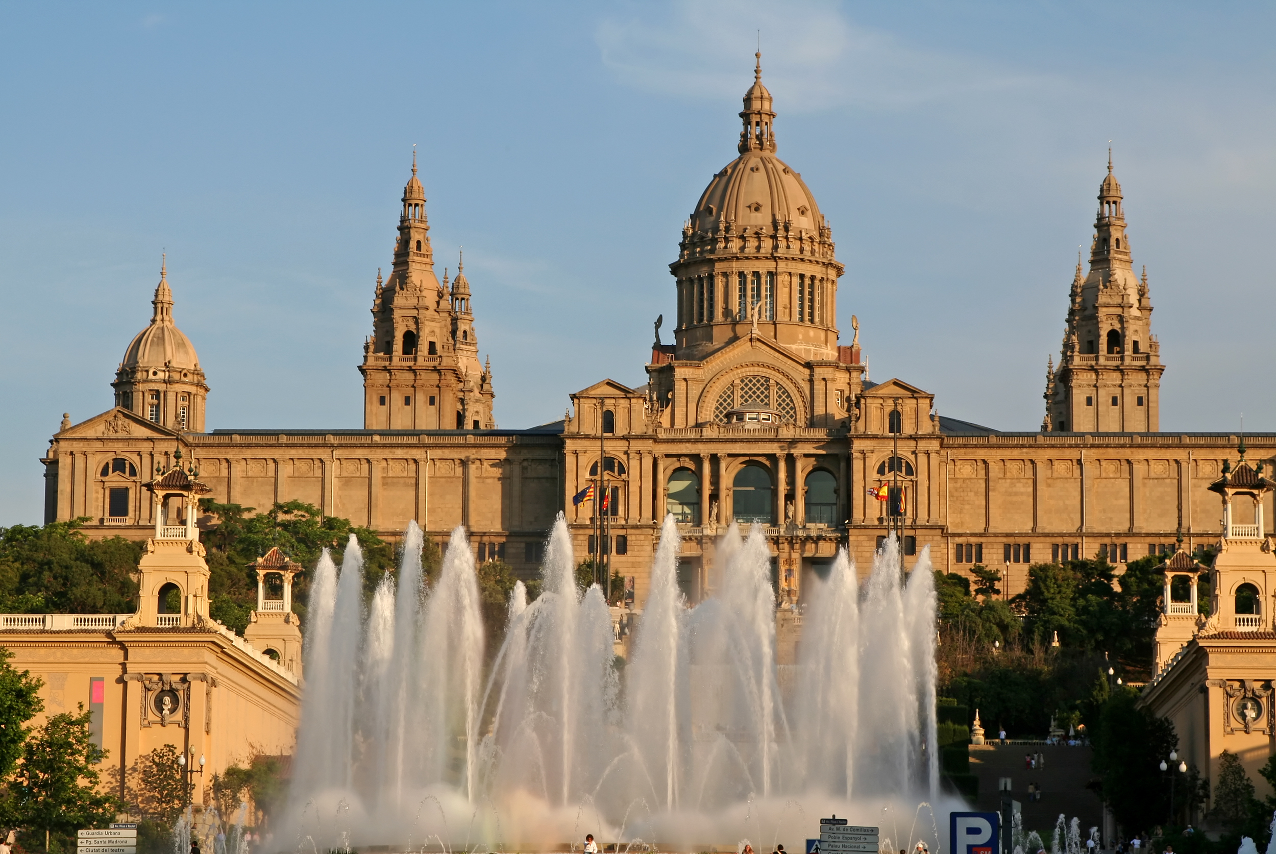 Private Airport Transfer with Barcelona Sightseeing Tour