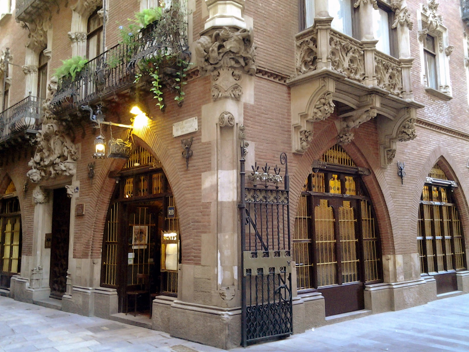 Privado: Gaudí y El Modernismo en el casco antiguo de Barcelona – Tour a pie