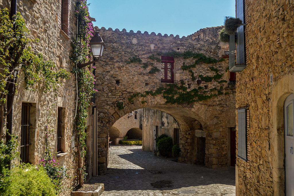 Tour to the heart of Costa Brava: Peratallada & Calella de Palafrugell